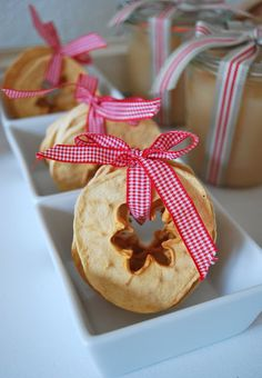 Gorgeous dried apple pieces. Great to be given as gifts and easy to make.