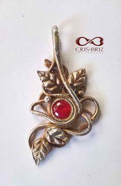 Oxidized Art Clay Silver pendant with Swarovski stone Swarovski Stones, Metal Clay, Jewelry Art, Jewelry Making, Brooch, Jewels, Facebook, Pendant, Silver