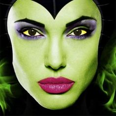 Angelina Jolie in Disney's Maleficent Great face make-up for Halloween. Maleficent Makeup, Angelina Jolie Maleficent, Maleficent 2014, Maleficent Movie, Malificent, Maleficent Halloween, Maleficent Cosplay, Disney Makeup, Halloween