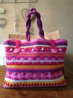 AH Tas. No pattern, only inspiration Free Crochet Bag, Crochet Tote, Crochet Handbags, Crochet Purses, Love Crochet, Knit Crochet, Diy Tote Bag, Knitted Bags, Crochet Accessories