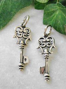 schlüsselanhänger aus Silber suche ich generell :) gerne auch mehrere