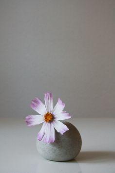 selfmade spherical concrete vase DIY