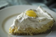 Pineapple Pie Use GF graham crackers for crust. No Bake Desserts, Easy Desserts, Delicious Desserts, Dessert Recipes, Yummy Food, Dessert Ideas, Easy Sweets, Summer Desserts, Cake Recipes