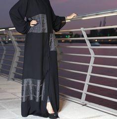 #Repost @posh_abaya with @instatoolsapp توصيل داخل وخارج الامارات العربية المتحدة للطلبات عبر وتساب 00971564082340 كود العباه : NS-084 #abayas #l4l #intm Arab Fashion, Islamic Fashion, Fashion Wear, Muslim Fashion, Hijab Wedding Dresses, Hijab Bride, Hijab Dress, Dress Wedding, Pakistani Outfits