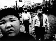 Daido Moriyama uses an ordinary compact camera and never stops shooting. The artist is the most celebrated photographer to emerge from the Japanese Magnum Opus, Japanese Photography, Asian Photography, Photography Ideas, William Klein, Three Boys, Great Photographers, Street Photography, Black And White