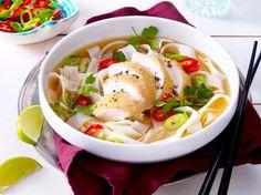 Unser beliebtes Rezept für Vietnamesische Hühner-Nudelsuppe und mehr als 55.000 weitere kostenlose Rezepte auf LECKER.de.