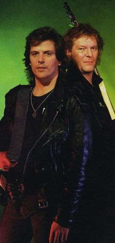 trevor rabin and the guy that's never ready for pictures. (chris squire.) <3