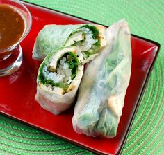 these fresh salad rolls and Vietnamese 'omelets' look scumptious - AND they're vegan :) Pho Cafe, Vietnamese Salad Rolls, Appetizer Recipes, Appetizers, Lincoln Highway, Asian Recipes, Healthy Recipes, Food Science, Cold Meals