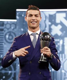 Ronaldo Hd Images, Ronaldo Wallpapers, Football Awards, Fifa Football, Ronaldo Goals, Cristiano Ronaldo Cr7, Juventus Fc, Real Madrid, Chef Jackets
