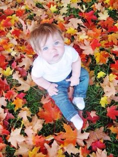 Fall leaves photography with your infant !! Simple and fun ! Colorful