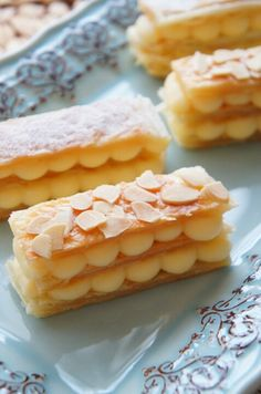 Mille Feuille...Puffed pastry sheets filled with custard. フライパンで簡単!冷凍パイシートとレンジで出来ちゃう濃厚カスタードのミルフィーユ |珍獣ママ オフィシャルブログ「珍獣ママのごはん。」Powered by Ameba