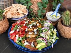 salad with chicken shawarma and fresh dressing – Family over the boil Quinoa Salad Recipes, Salad Dressing Recipes, Healthy Recipes, Food Salad, Shawarma, Beet Salad With Feta, Bruchetta Recipe, Fresco, Asian Chicken Salads