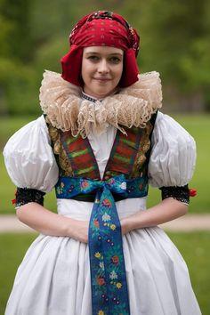 Haná (též Hanácko) je etnografická oblast nacházející se na střední Moravě. Folk Costume, Costumes, Folk Dance, World Of Color, Beautiful Patterns, Formal Wear, Traditional Outfits, The Incredibles, How To Wear