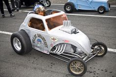 Hah! A little Fiat Gasser go kart! Now THATS cool!
