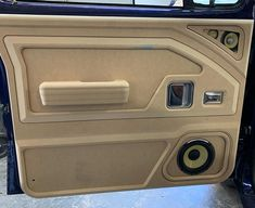 Custom Car Interior, Car Interior Design, Truck Interior, Interior Door, Custom Car Audio, Custom Cars, Best Cars For Teens, Custom Consoles, Vw Lt