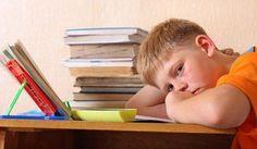 Se seu filho repetiu de ano, escolha uma maneira compreensiva para lidar com isso. Nesse post, o Socorro, Meu Filho Não Estuda dá quatro dicas interessantes pra você acompanhar o desempenho dele.