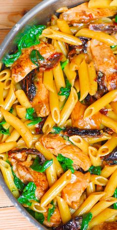 THE BEST Creamy Chicken Pasta with Sun-Dried Tomatoes and Spinach