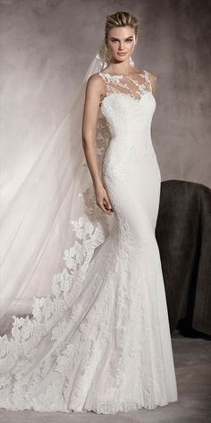 Marvelous georgette wedding dress with a low waist and a sweetheart neckline. A gorgeous mermaid style dress with enchanting floral lace and gemstone embroidery details.