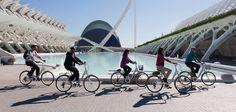 Scopri valencia in modo divertente e eco-sostenibile A noi di Valencia Bikes piacciono le bici, passeggiare per la città, i giardini, il suono delle ruote nell'attraversare i ponti, l'arrivo alla spiaggia, la brezza marina sul viso …..e questa luce che solo si trova in una città mediterranea come questa. Ci piace vivere a Valencia perchè … Continue reading Noleggio delle biciclette