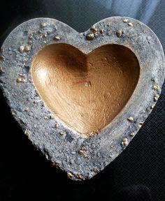 Herzschale mit goldener Mitte und Goldnuggetrand