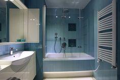 mała łazienka wanna z prysznicem architekt Zbigniew Wniarczyk