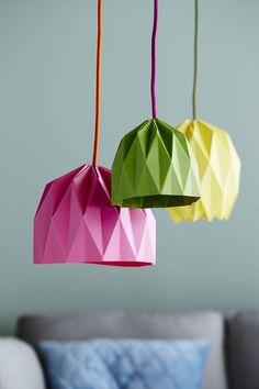 Tee itse origamivarjostimet, jotka suodattavat valon pehmeäksi. Samalla kaavalla voit tehdä monta erilaista varjostinta. Vaihtele kokoa, väriä ja...