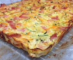 This Bacon and Vegetable Slice Gluten Free version is a dish the whole family will love and it only has 6 simple ingredients. This has been hugely popular and bacon Bacon and Vegetable Slice Gluten Free Video Instructions Quiche Recipes, Gf Recipes, Low Carb Recipes, Cooking Recipes, Healthy Recipes, Easy Recipes, Gluten Free Recipes Savoury, Gluten Free Recipes For Kids, Delicious Recipes