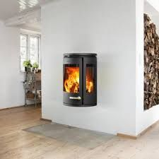 The experience of natural fire enriches the room creating the cosiest environment. A refined wood burning stove with an uncompromising focus on details. Log Burners Uk, Stove Fireplace, Stove Oven, Wood Burner, Home Appliances, Living Room, House Styles, Wall, Modern