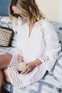 Maid in Dior looks great in Tory Burch& embroidered linen tunic Spring Summer Fashion, Spring Outfits, Beach Tunic, Boho Fashion, Fashion Outfits, Cooler Look, Dressed To The Nines, Boho Look, Trends