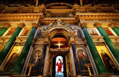 El famoso iconostasio de la Catedral de San Isaak en San Petersburgo