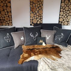 Chalet Interior, Interior Design, Chalet Design, Home Living Room, Decoration, Throw Pillows, Bed, House, Houses