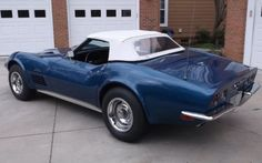 The Corvette Stingray is one of the most popular sports cars of all time. The Stingray goes all the way back to the and is still produced today. Chevy Classic, Classic Cars, Chevrolet Corvette Stingray, Popular Sports, Super Car, General Motors, Cars And Motorcycles, Planes, Convertible