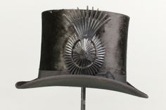 Courtesy of the Royal Armoury // Hög cylinderhatt. Ägare: Oscar II av Sverige(-Norge). // High-hat. Owner: Oscar II of Sweden (Norway).