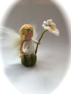Daisy flower fairy wet felted. Waldorf education standing doll. Its arms are flexible. Size 5 high.the flower is about 7 high. Your purchase will be sent within 5/10 business days. If you need something to be shipped faster, please contact us. We ship from Germany to keep the shipping cost