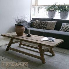 Salontafel 'Old Style-Large' is een rustieke tafel die door ons met de hand wordt vervaardigd van oud, natuurlijk verweerd hout.
