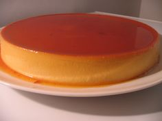 Make the caramel: Have ready a round flan mold and a large roasting pan. Homemade Desserts, Delicious Desserts, Chocolates, Baking Recipes, Cake Recipes, Mexican Dessert Recipes, Flan Recipe, Colombian Food, Colombian Recipes