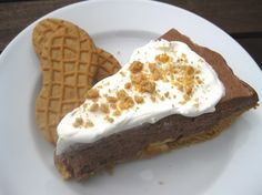 Bob Evans Nutter Butter Pie Copycat Recipe Makes 1 Pie gallon chocolate peanut butter cup ice cream Nutter Butter cook. Frozen Desserts, Fun Desserts, Dessert Recipes, Chocolate Peanut Butter Cups, Nutter Butter, Bob Evans Recipes, Kinds Of Pie, Butter Pie, Toasted Pecans