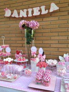 Mesa dulce rosa - Bar à bonbons rose Baby Shower, Girl Shower, Candy Table, Candy Buffet, Bar A Bonbon, Dessert Buffet, Baby Party, Holidays And Events, Diy And Crafts