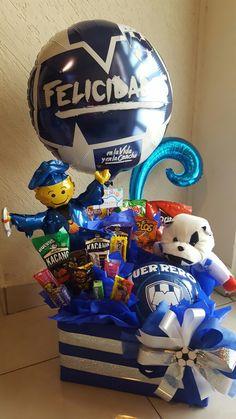 Candy Bouquet, Ideas Para Fiestas, Gift Baskets, Graduation, Gifts, Boyfriend Gifts, Football Couples, Graduation Day, Ideas Party