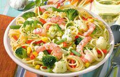 Garnelen-Gemüse-Spaghetti - Wer auf seine Figur achtet, schaut meist auf die Kohlenhydrat- oder die Fettzufuhr. Für letztere gibt es hier zehn fettarme Gerichte, die perfekt in den Alltag passen.