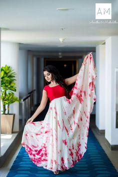 Actress Anupama Parameswaran photo shoot stills in Asmitha and Madhulatha design. Anupama Parameswaran photo shoot stills. Long Dress Design, Dress Neck Designs, Blouse Designs, Long Gown Dress, Saree Dress, Long Frock, Frock Models, Kalamkari Dresses, Fashion Clothes