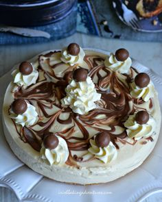 The most DECADENT Baileys & Maltesers Cheesecake. It's completely no-bake rich and delicious! A really dreamy dessert for a special occasion Maltesers Cheesecake, Baileys Cheesecake, Fruit Cheesecake, Chocolate Cheesecake, Chocolate Recipes, Cheesecake Recipes, Malteser Cake, Dessert Recipes, Party Desserts
