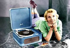 Record Love! http://www.pinterest.com/TheHitman14/phonograph-kitsch/