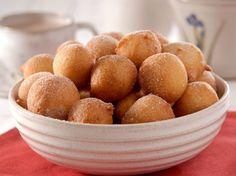 Ingredientes 1 unidade(s) de ovo 2 xícara(s) (chá) de farinha de trigo 1 xícara(s) (chá) de açúcar 1 colher(es) (sobremesa) de fermento