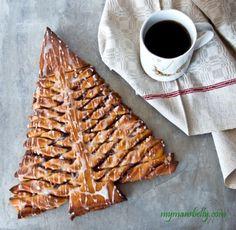 A cinnamon roll tree for Christmas Breakfast