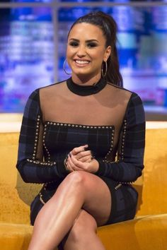 Demi Lovato - at Jonathan Ross Show in London 27 Sep 2017 Demi Lovato Albums, The Jonathan Ross Show, Demi Lovato Pictures, Look Thinner, Queen, Celebs, Celebrities, Michelle Obama, Role Models