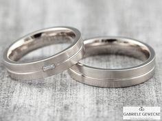 Eheringe+mit+Diamant+4+&+5mm,+585+Weißgold,+3327+++von+Schmuckbotschaften+auf+DaWanda.com  #schmuckbotschaften #goldschmiede #berlin #schoeneberg #gabrielegewecke #eheringe #trauringe #hochzeitsringe #individuell #gold #silber #platin #handarbeit #handmade #jewelry #weddingsrings #goldsmith #diamond #brillant
