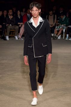 Catwalk photos and all the looks from Alexander McQueen Spring/Summer 2016 Menswear London Fashion Week