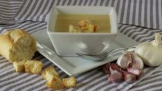 Knoflooksoep medicijn of recept? White Bean Soup, White Beans, Real Food Recipes, Soup Recipes, Healthy Recipes, Garlic Soup, Garlic Bread, Creamy White, Good Food