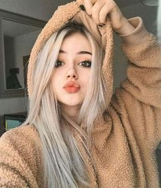𝐓𝐋│❝Ahora ya es muy tarde...❞   (1ª y 2ª temporada aquí, 3ª tempora… #fanfic # Fanfic # amreading # books # wattpad Teenage Girl Photography, Photography Poses Women, Beauté Blonde, Photographie Portrait Inspiration, Poses Photo, Cute Girl Face, Girls Image, Girl Poses, Ulzzang Girl